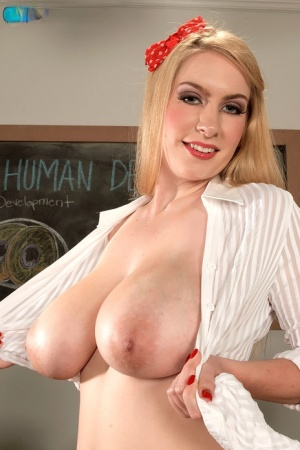 Huge Boobs Schoolgirl Pics