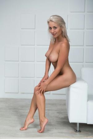 Huge Boobs Long Legs Pics