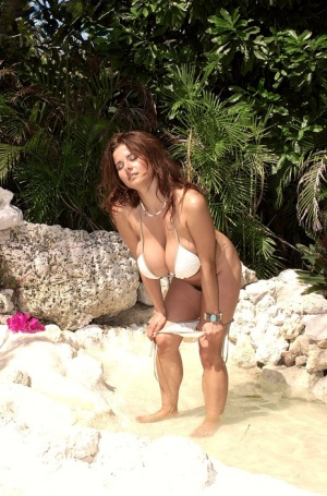 Huge Boobs Bikini Pics
