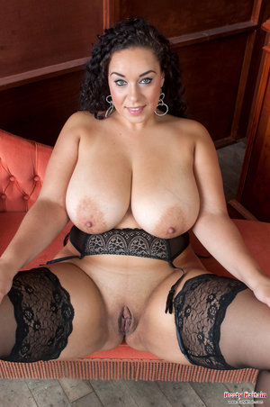 Huge Boobs Shaved Pussy Pics