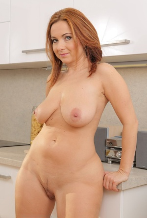 Huge Boobs Housewife Pics