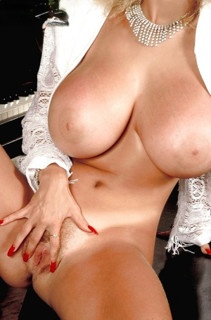 Huge Boobs and Pussy Pics
